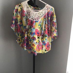 Tops - Super cute blouse